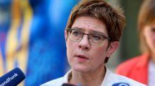 Kramp-Karrenbauer bekräftigt Kritik an Maaßen