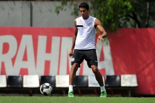 'Melhor passador' do Santos, zagueiro ganha confiança de Dorival