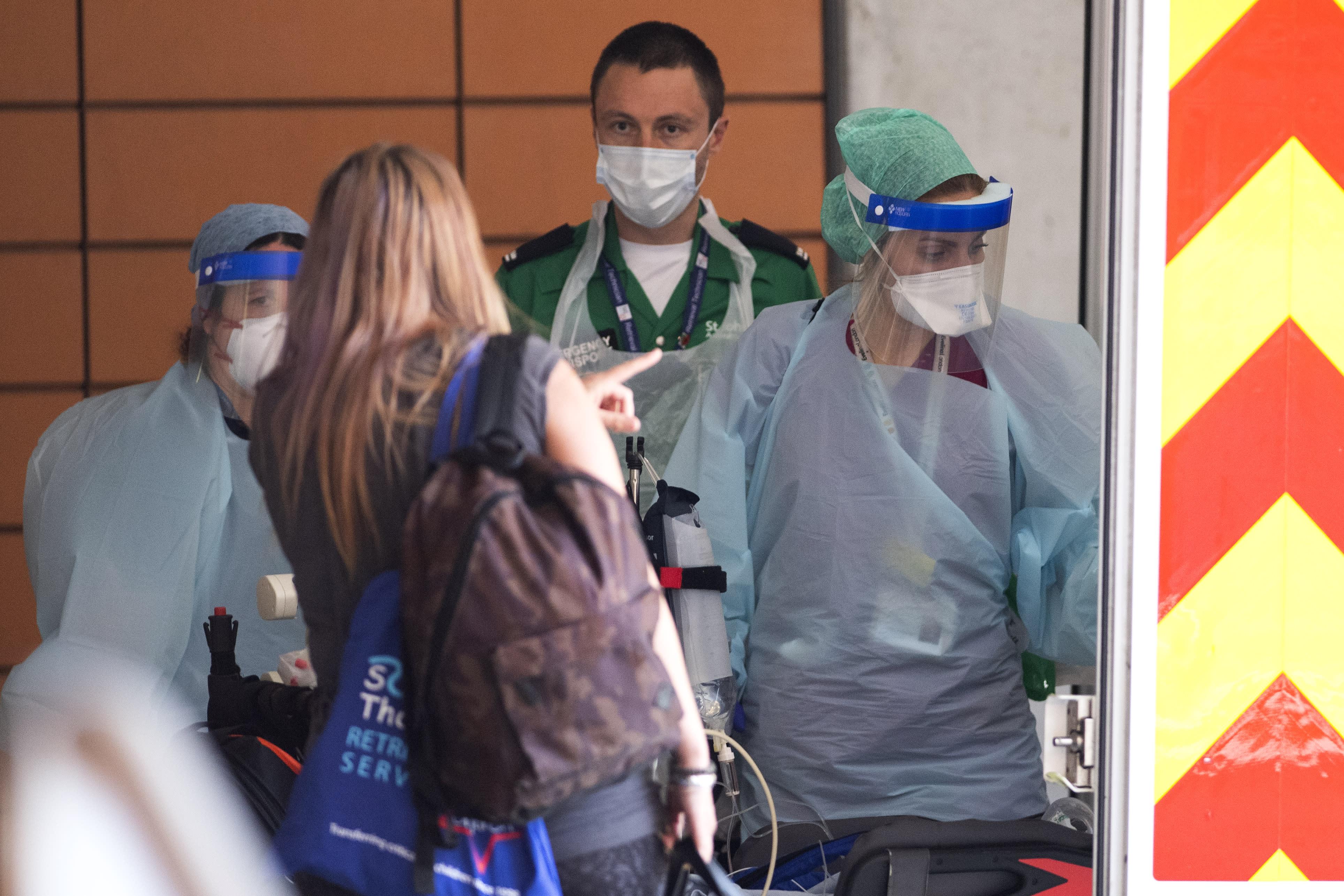 Coronavirus: Nurses told to refuse to treat virus patients ...