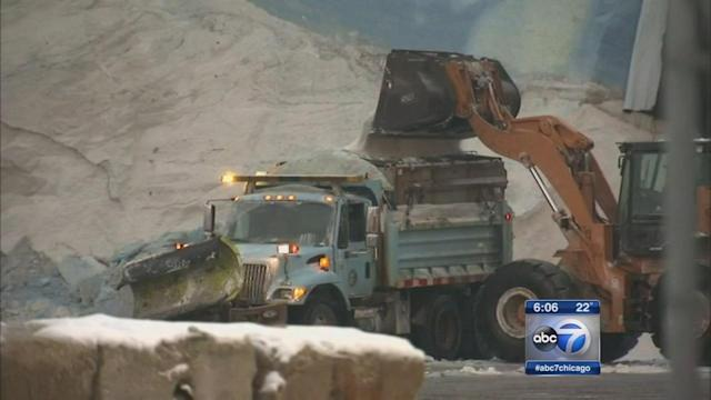 Alderman claims citywide salt shortage; 6th Ward's Roderick Sawyer says trucks limited to one load per shift