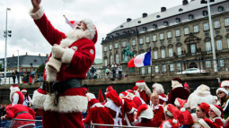 Santas from all over the world meet to talk shop