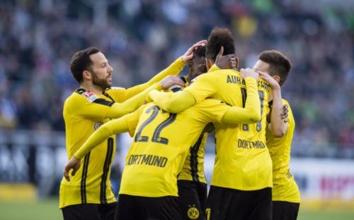 Dortmund vence Gladbach no fim e Aubameyang assume artilharia