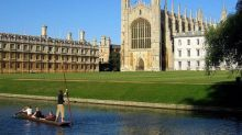 Oxbridge 'must do more to recognise potential in poorer applicants', says universities tsar