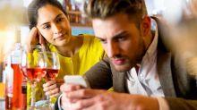 El ingenioso código que creó un bar para salvar a las mujeres de una mala cita