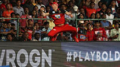De Villiers' incredible 'spiderman' catch shocks cricket world