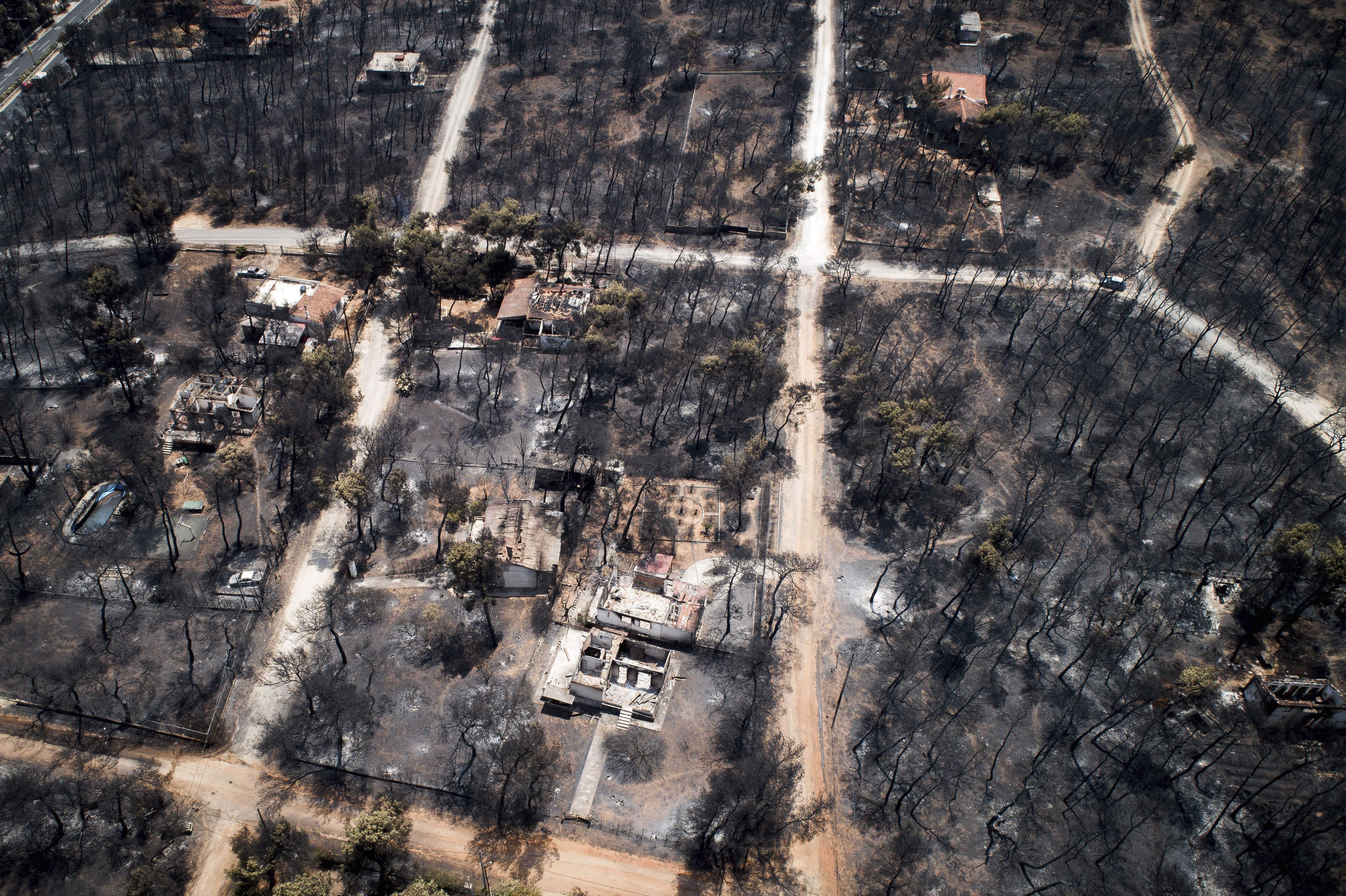<p>An aerial photo shows burnt houses and trees following a wildfire in Mati, east of Athens on July 25, 2018. (Photo: Antonis Nikolopoulos/Eurokinissi via AP) </p>
