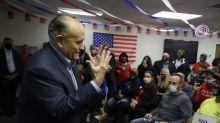 Caso de emails deja ver riesgo de Giuliani para Trump