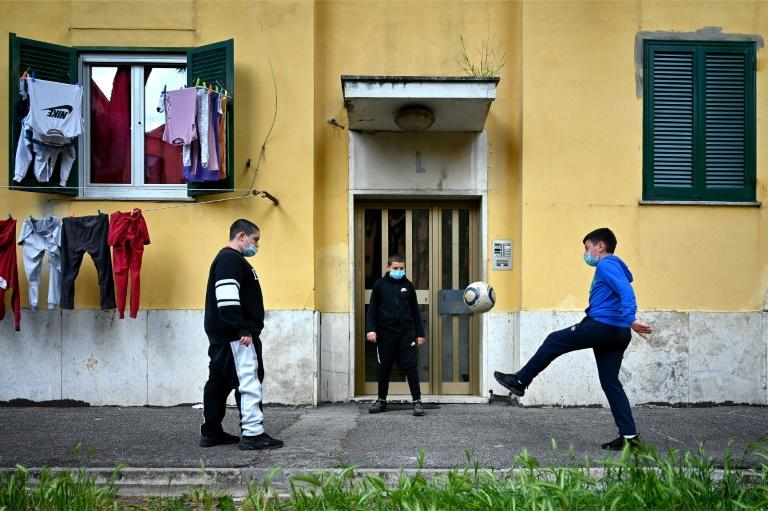 The number of current official cases marks an important data point in Italy's calculation of what restrictions to lift (AFP Photo/Alberto PIZZOLI)