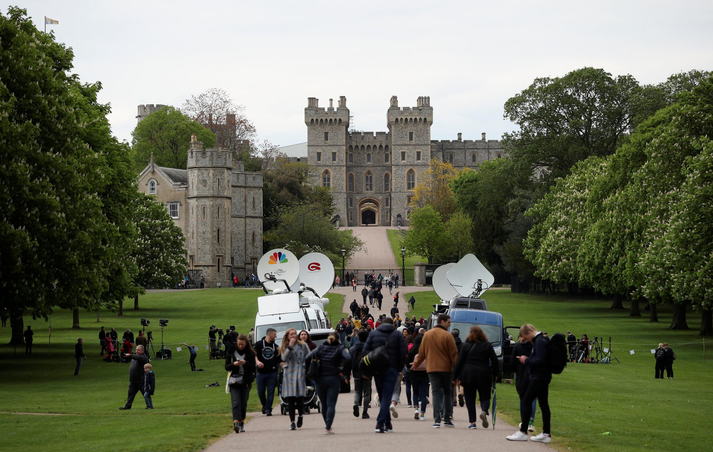 People gather outside Windsor Castle after Britain's Meghan, the Duchess of Sussex gave birth to a boy, in Windsor, Britain May 6, 2019. REUTERS/Hannah McKay