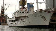 Navio de meio século pode afundar e provocar riscos ambientais no porto de Santos
