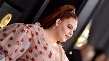 """Tess Holliday desnuda con un vestido de fresas la doble cara de la sociedad: """"Odian a los gordos"""""""