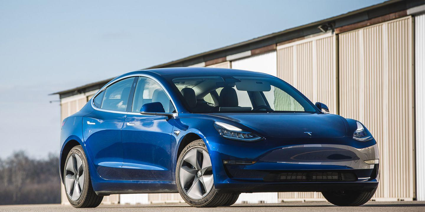 Tesla Announces New Model 3 Variant That\'s $9000 Cheaper