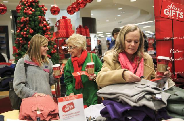 Macy's fights online shopping with a tablet in fitting rooms