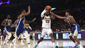 Watch LeBron James deliver unbelievable no-look pass