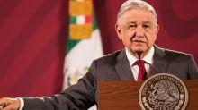 """La aprobación de AMLO baja al 56% y el presidente responde que la encuesta está """"cuchareada"""""""