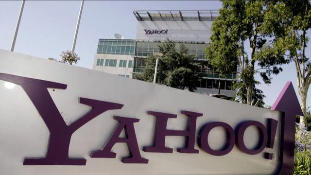 US threatened Yahoo with huge fine over surveillance