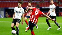 El Atleti vence al Valencia y logra séptima victoria consecutiva con goles de Félix y Suárez