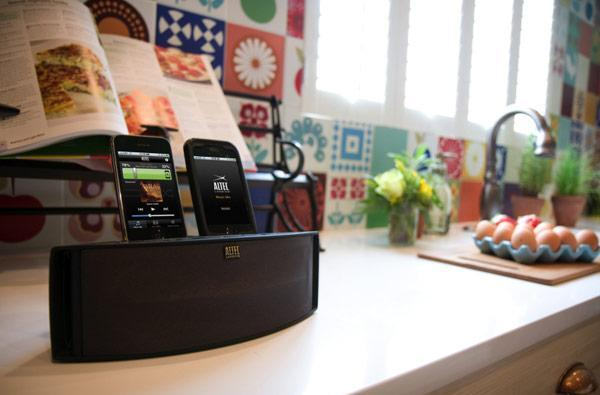 Altec Lansing intros Octiv Duo iPod speaker dock and Muzx earbuds