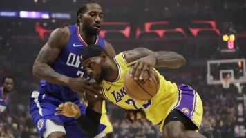 Lakers-Clippers gets huge ratings for opening night
