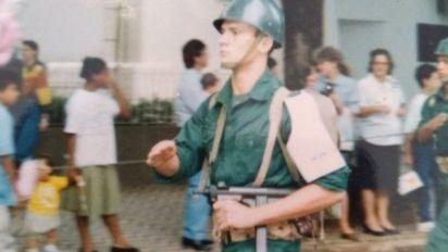 Em aceno a Bolsonaro, Moro publica foto fardado