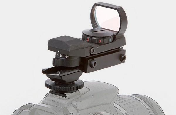 Red dot sight for hotshoes makes shooting tangos a viewfinder-free experience