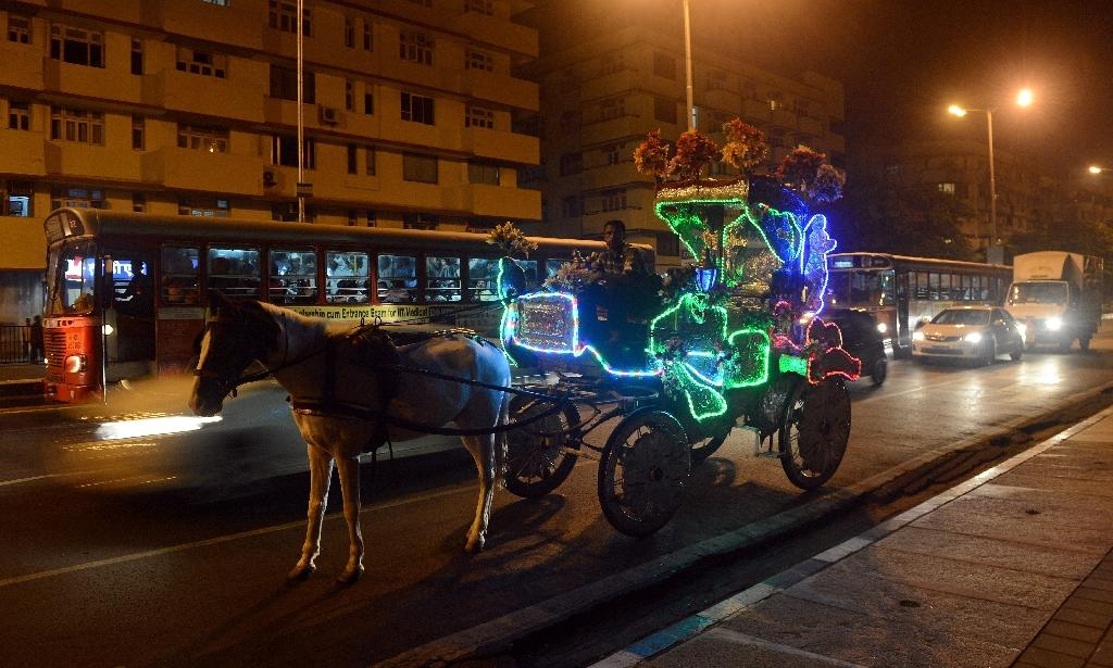 A horse-drawn carriage is pictured on the city's iconic Marine Drive promenade in Mumbai (AFP Photo/Indranil Mukherjee)