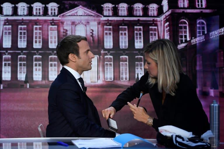 Macron utratil za tři měsíce skoro milion korun za make-up