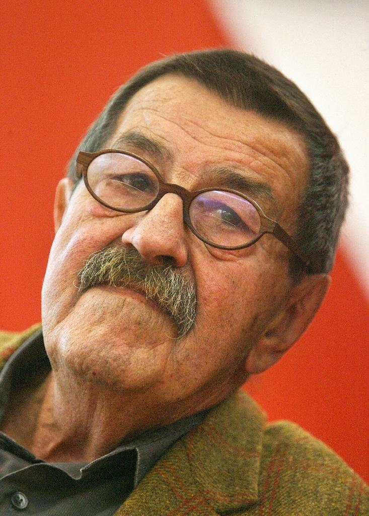 German author and Nobel literature laureate Gunter Grass at the International Center of the Frankfurt Book Fair, Frankfurt am Main, Germany, on October 6, 2006 (AFP Photo/John MacDougall)