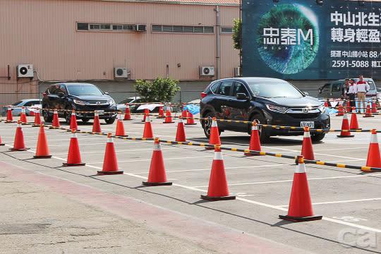LSF低速自動跟車功能同樣於封閉場地中模擬體驗。