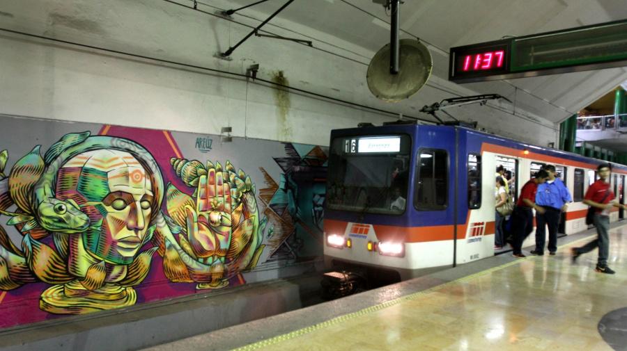 Alertan por grupo en Facebook que da consejos para acosar mujeres en el Metro de Monterrey