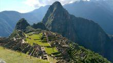 Japanischer Tourist ganz allein in Machu Picchu