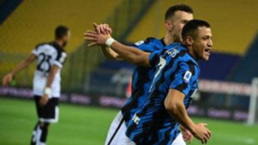 Parma-Inter 1-2, fuga nerazzurra per lo scudetto