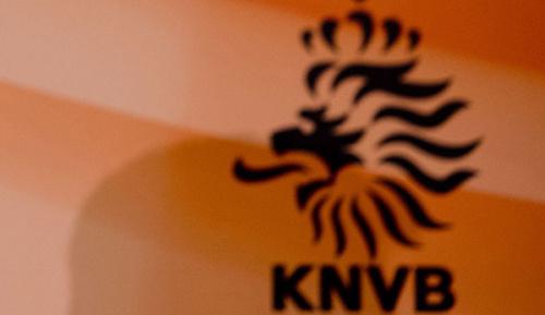 International: KNVB führt 2018/19 Videoschiedsrichter ein