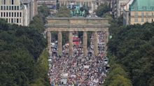 Coronavirus en Berlín: sin tapabocas ni distancia, miles de personas se manifestaron contra la cuarentena