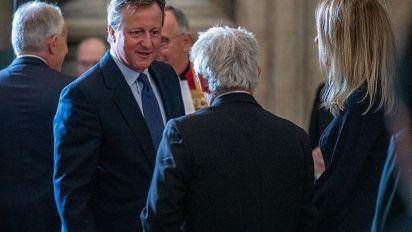 """'For the record', l'ira di Cameron contro Johnson """"il bugiardo"""""""