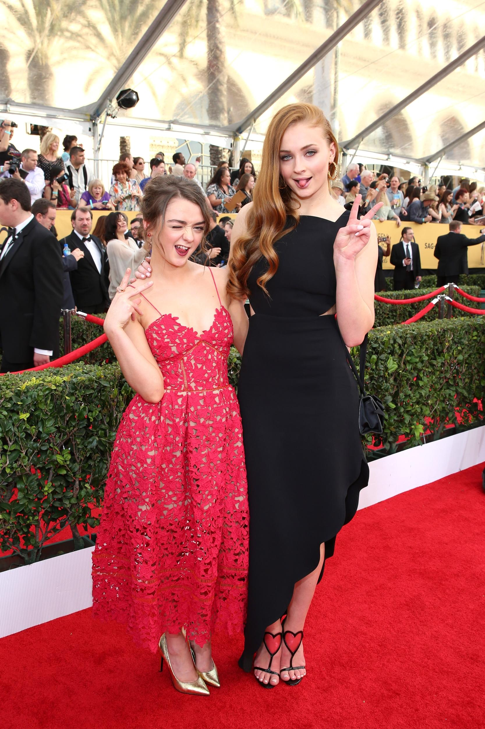 Maisie Williams, left, and Sophie Turner arrive at the 21st annual Screen Actors Guild Awards at the Shrine Auditorioum on Sunday, Jan. 25, 2015, in Los Angeles. (Photo by Brian Dowling/Invision for People Magazine/AP Images)