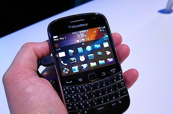 BlackBerry Bold 9900 delayed until September, IT admins everywhere weep