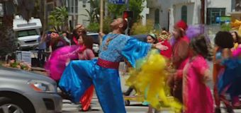 Will Smith stops traffic for 'Aladdin' performance