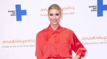 Lena Gerckes Weihnachtspullover – so sehen die trendigen Oberteile aus