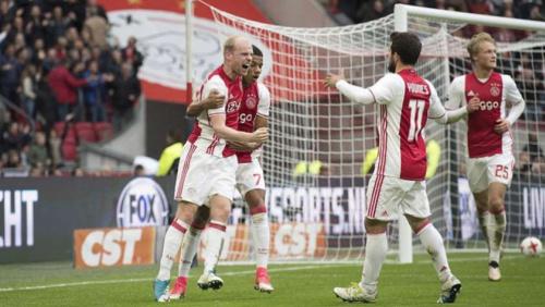 David Neres marca em goleada, e Ajax destaca comemoração do jovem