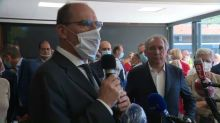François Bayrou pointé du doigt pour non-port du masque dans une salle pleine