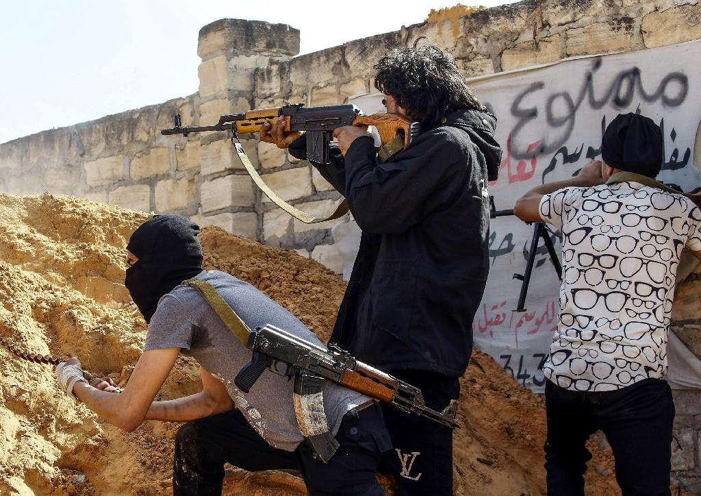 Pro-government forces are battling fighters from commander Khalifa Haftar's self-styled Libyan National Army