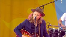 The Lumineers rock out to their hit 'Stubborn Love' live on 'GMA'