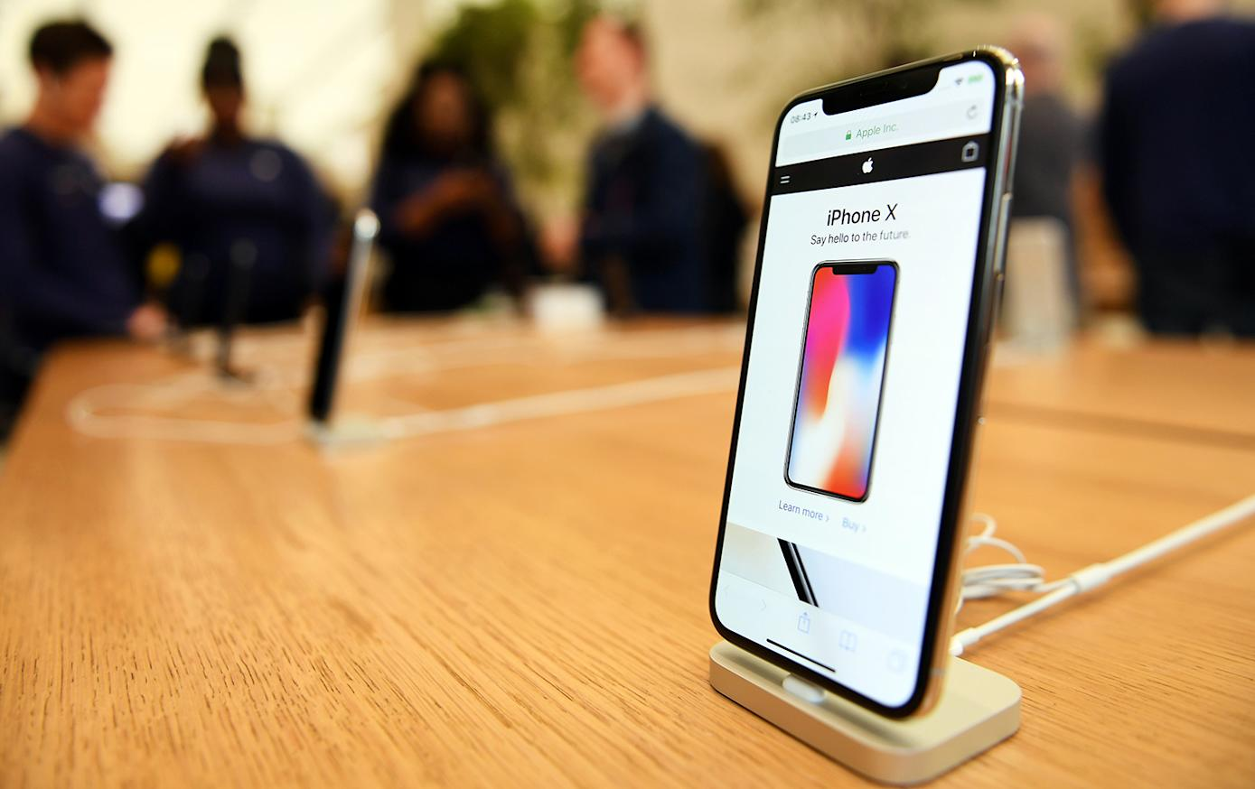 Want to fast charge your iPhone X? You'll need these two ...