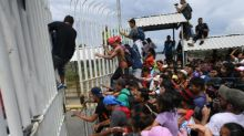 Tausende Migranten durchbrechen Grenze zwischen Guatemala und Mexiko