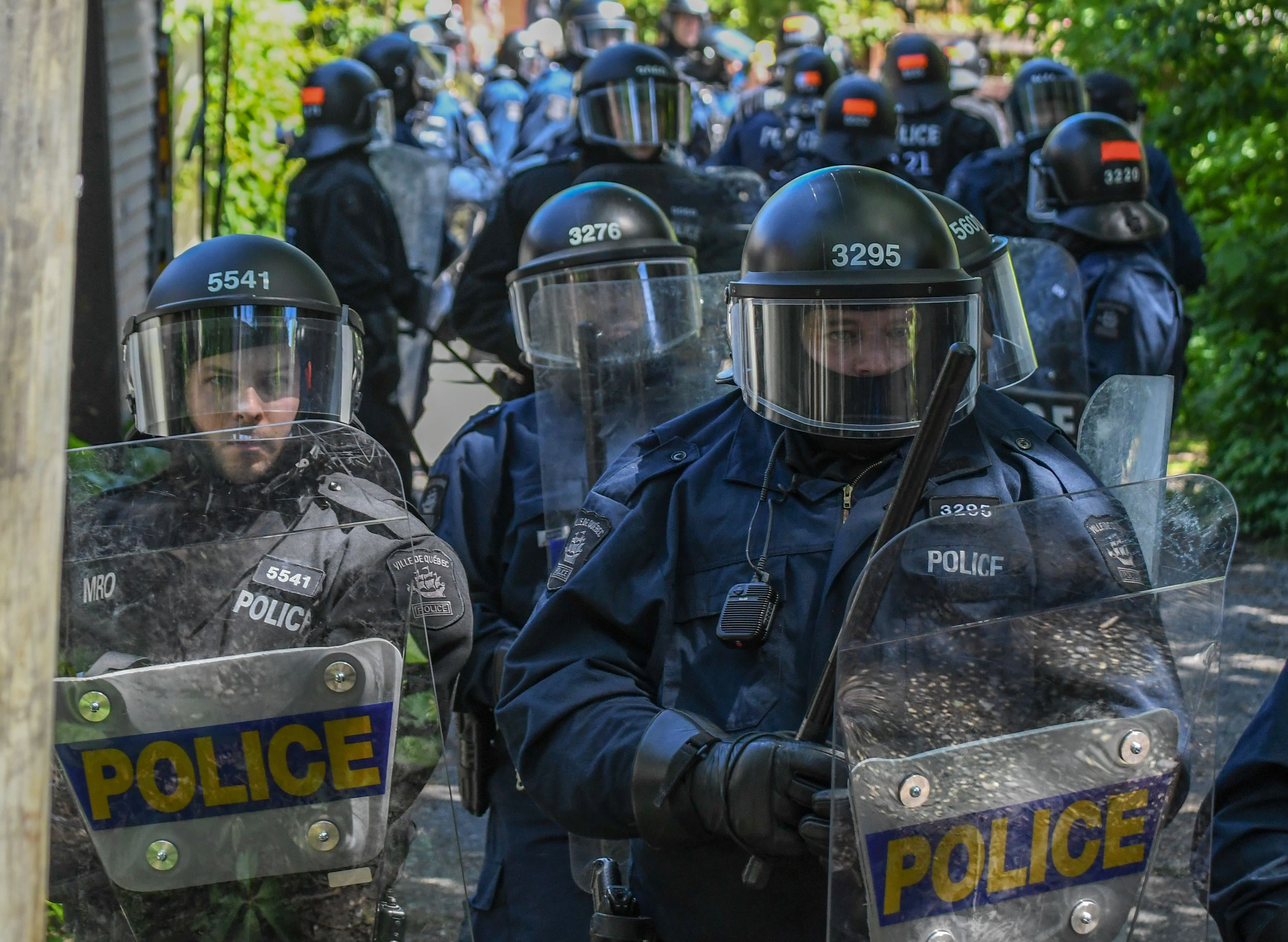 <p>Police block an alley during a demonstration in Quebec City on June 8, 2018, as the G7 Summits gets underway. (Photo: Martin Ouellet-Diotte/AFP/Getty Images) </p>