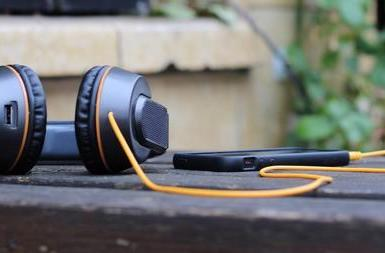 Insert Coin: OnBeat headphones are powered by rock, the sun