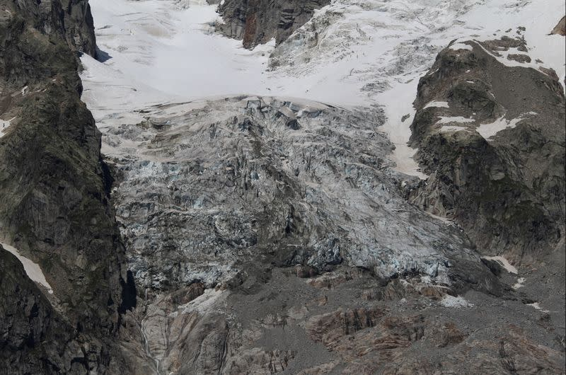 Resort evacuated over fears of Mont Blanc glacier collapse
