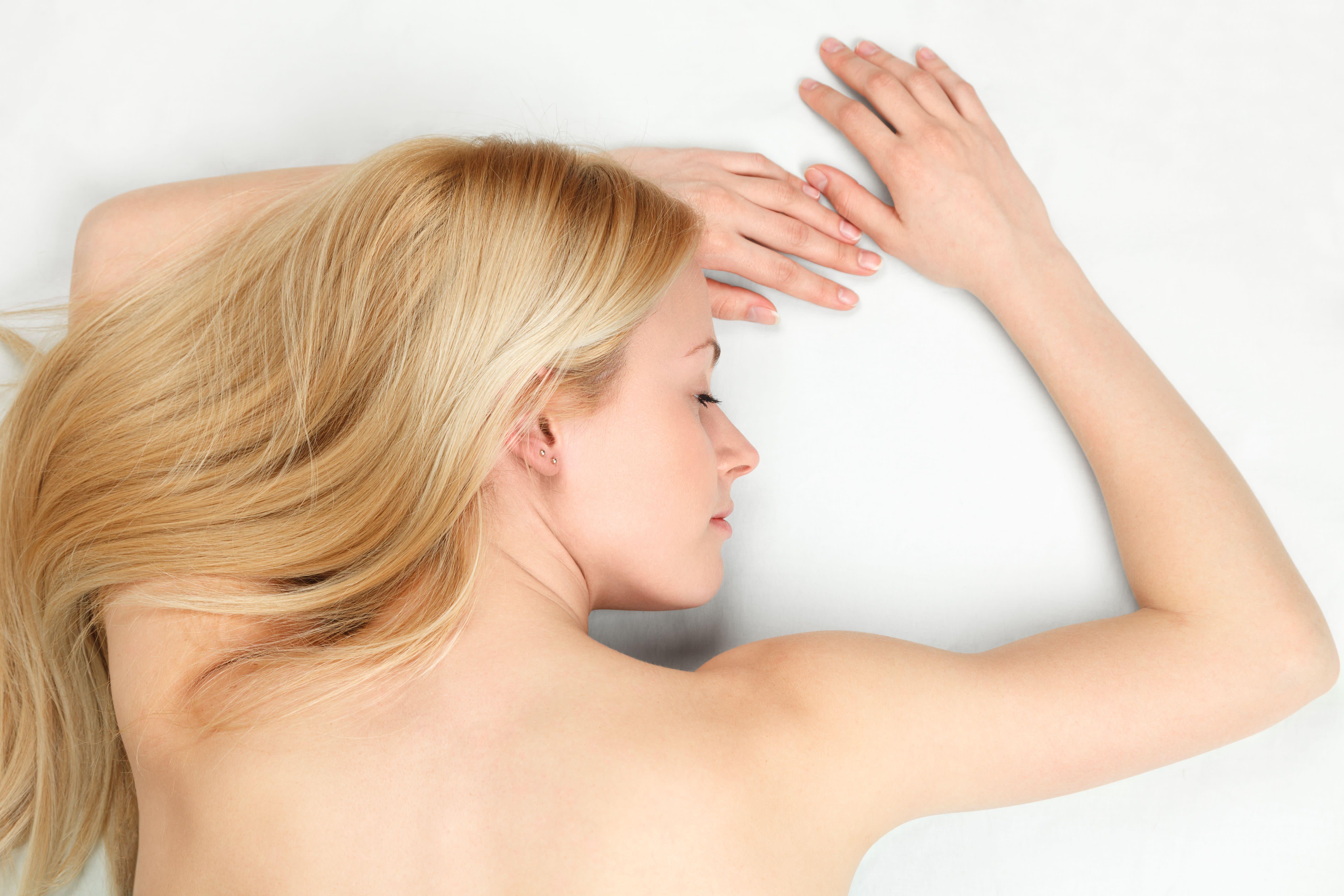 10 Gründe Warum Sie Nackt Schlafen Sollten