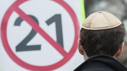 One-third don't want politicians to wear religious symbols